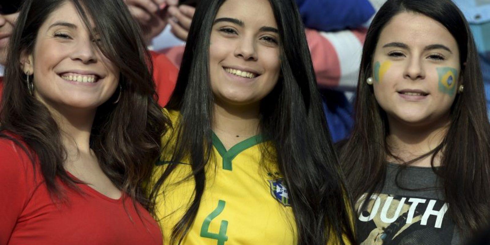 La belleza llegó a las gradas del estadio Ester Roa para el Brasil vs. Paraguay. Foto:AFP