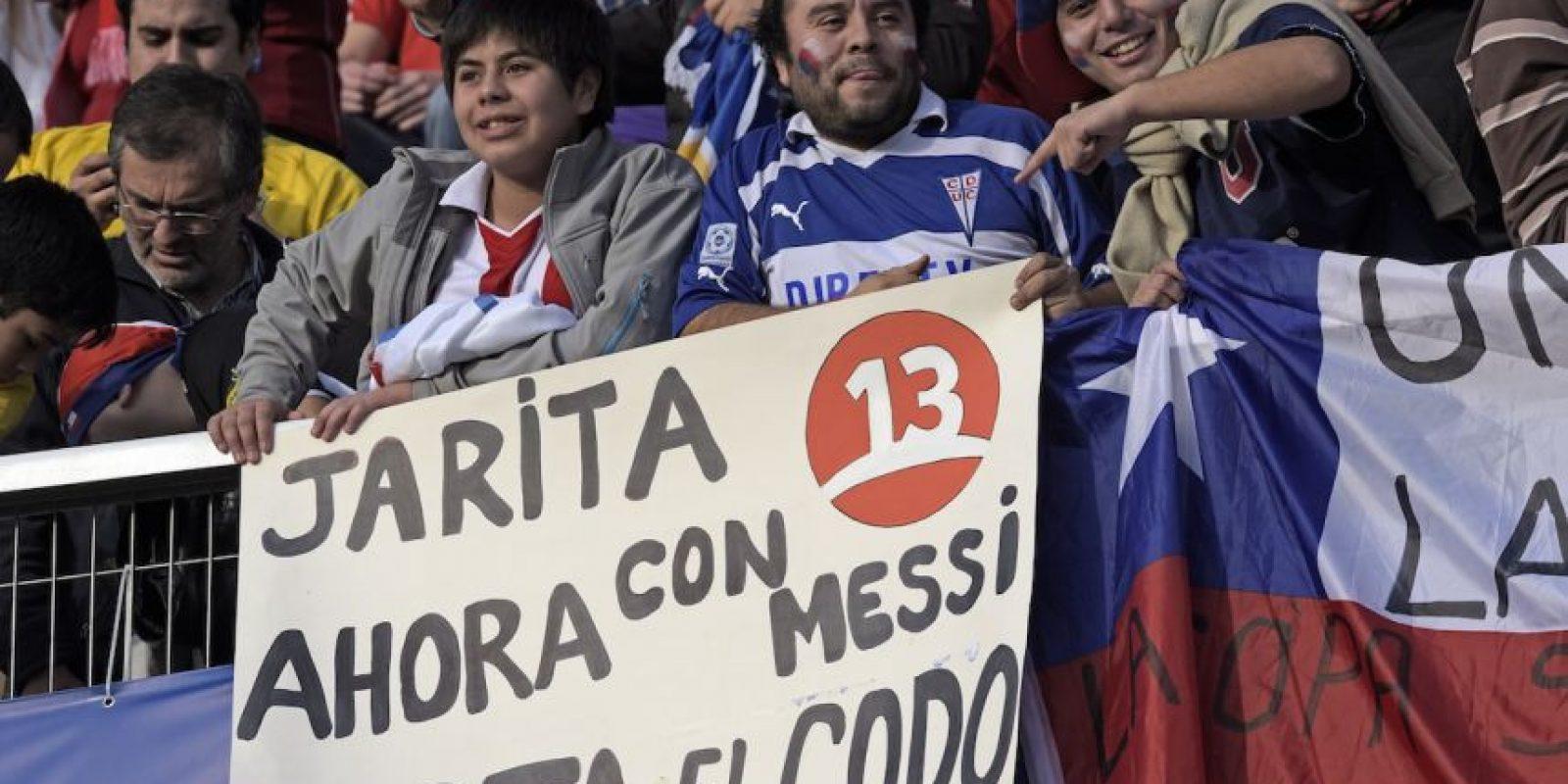 Festejaron la acción de Jara en el duelo ante Uruguay e incluso señalaron a su próxima víctima, Lionel Messi. Foto:AFP