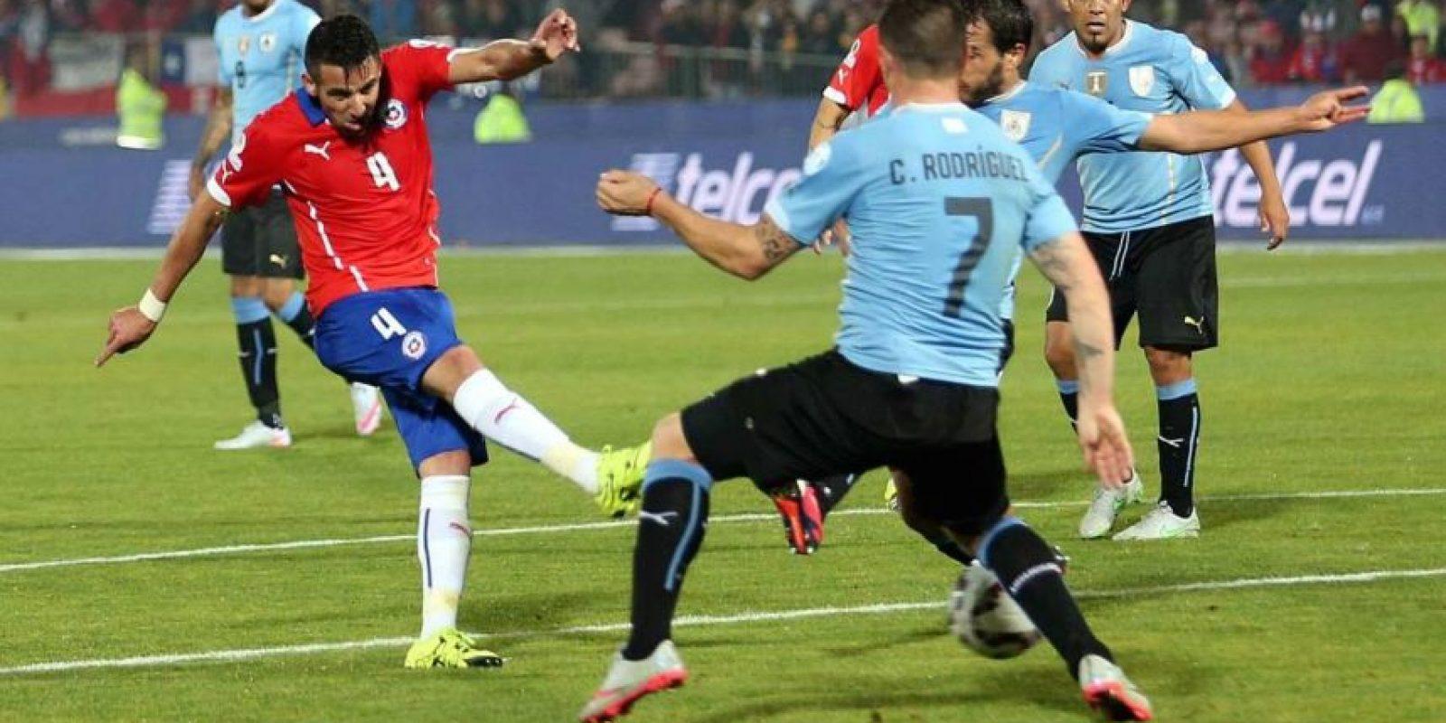 """Fue el mejor de la """"Roja"""" ante Uruguay y además, anotó el gol del triunfo. Foto:Vía facebook.com/seleccionchilena"""