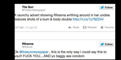 """""""The Sun"""" mostró un tuit donde acusaba a Rihanna de mostrar de más. Ella los insultó. Foto:vía Twitter"""