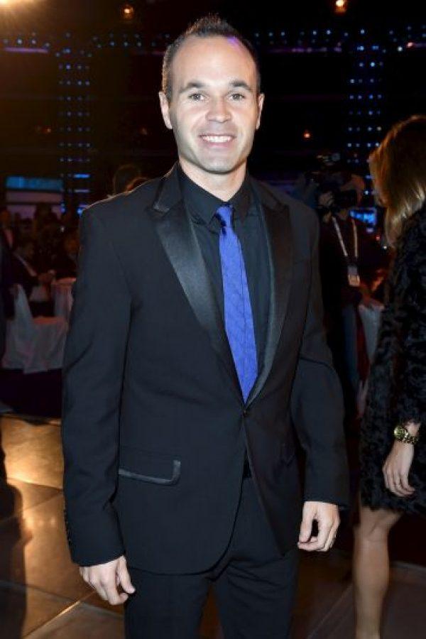 El jugador del Barcelona es fanático confeso de la banda española Estopa. Tanto, que Iniesta ya cantó con ellos y hasta apareció en uno de sus videos. Foto:Getty Images