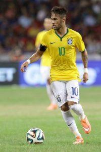 El brasileño de 22 años, sería el reemplazo de lujo de Zlatan Ibrahimovic, quien podría dejar el equipo en 2016. Foto:Getty Images