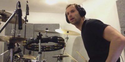 El todavía portero del Chelsea no sólo ama la música, también la toca. A través de sus redes sociales, el checo ha compartido videos interpretando melodías con batería de sus bandas favoritas: Coldplay y Foo Fighters. Foto:Vía twitter.com/petrcech