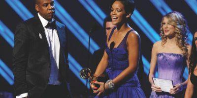 """Jay Z con Rihanna y Kanye West – """"Run This Town"""" (2009) ¿No te molesta cuando le pides un par de amigos que te acompañen para ayudarte a hacer que te veas bien, y luego se terminan robando el show? Eso es exactamente lo que sucedió cuando Jay Z sacó la artillería pesada – Rihanna y Kanye – para garantizarse a sí mismo un éxito, pero muchos críticos terminaron destacando que 'lo mejor de Brooklyn' era innecesario para la canción. Durísimo. Foto:Getty Images"""
