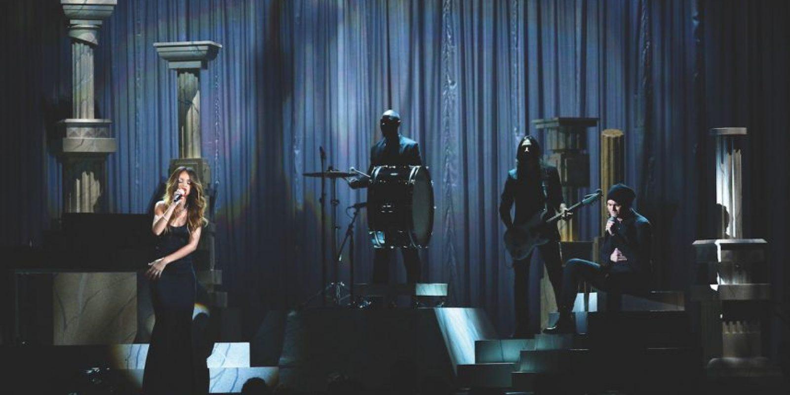 """Rihanna con Mikky Ekko – """"Stay"""" (2012) """"Not really sure how to feel about it / Something in the way you move"""", canta pensativamente Rihanna. Si ella no estaba segura, el público sin duda lo estaba, con el reflectivo tema paseándose en los primeros lugares del ranking estadounidense Billboard Hot 100 durante siete semanas. Foto:Getty Images"""