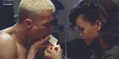 """Rihanna con Calvin Harris – """"We Found Love"""" (2012) """"We found love in a hopeless place"""", o, como el video te hace creer… en un departamento de porquería digno de la película """"Trainspotting"""". Además de ser una oda al placer y el dolor del uso de drogas recreativas, la pista electro house también encabezó la lista de Billboard Hot 100 durante 10 semanas consecutivas."""