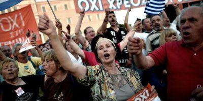"""Al grito de """"Oxi"""" miles de personas salieron a las calles para rechazar la propuesta del Eurogrupo Foto:AFP"""