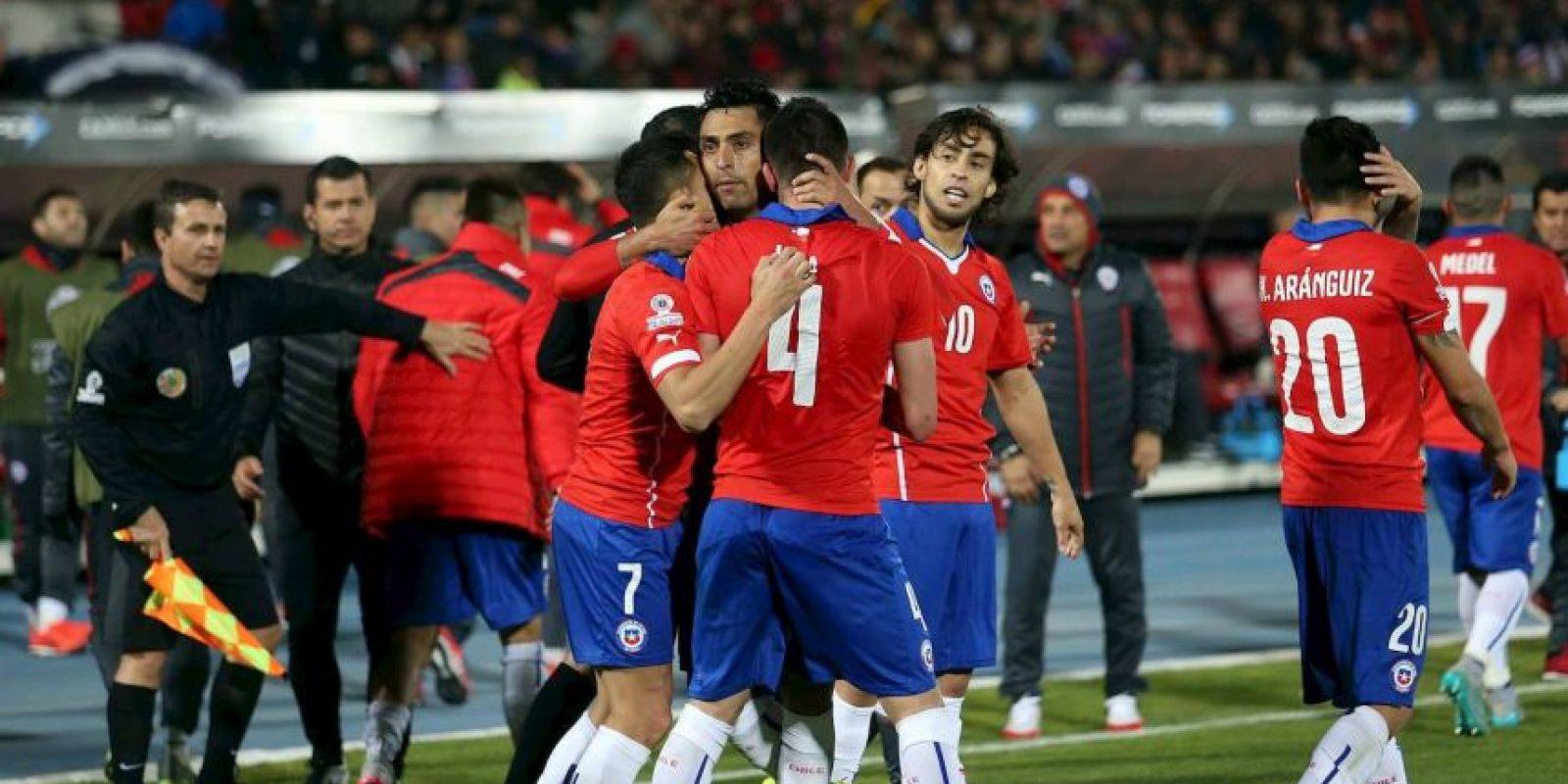 """En posesión de balón gana Chile. La """"Roja"""" tiene un promedio de 70.01%, en gran parte, gracias al partido que dio ante Uruguay. Foto:Vía facebook.com/seleccionchilena"""