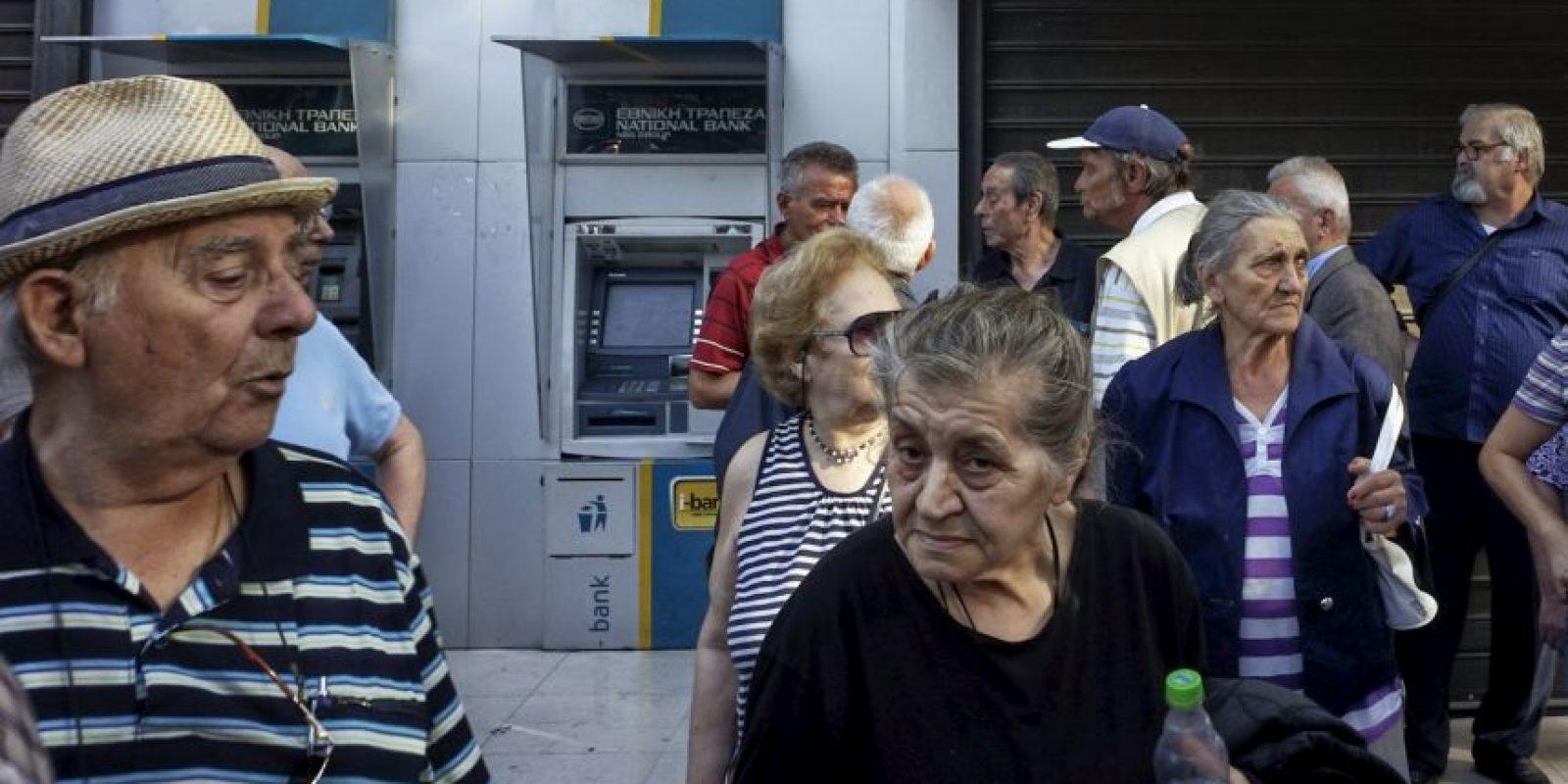 3. Los cajeros automáticos permanecerán cerrados hasta la tarde de este lunes, aunque se espera que continúen sin funcionar durante este día. Foto:Getty Images