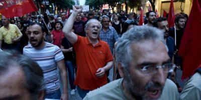 4. Los griegos tienen un límite de 200 euros para retirar en los cajeros. Foto:AP
