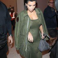 Vestirse con la tendencia militar con las prendas más desfavorecedoras. Foto:vía Getty Images