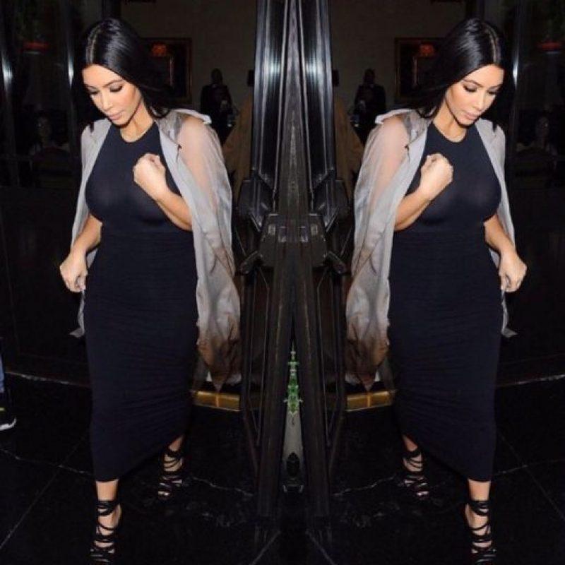 En este último look ya parece más grande del o que es. El corte con las sandalias no le ayudan. Foto:vía Instagram/Kim Kardashian