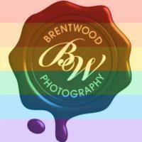 Tiene su propia compañía, llamada Brentwood Photography. Luego de que se aprobó el matrimonio gay en Estados Unidos, puso esta imagen como apoyo. Foto:vía Facebook/Brentwood Photography