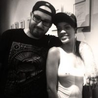 """""""La mejor opción es encontrar un buen tatuador que esté dispuesto a hacer un gran encubrimiento. Si no hay nada que quieras, tu única opción es removerlo"""". Foto:Vía instagram.com/bangbangnyc"""