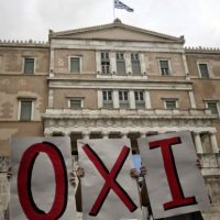 """Además, Alexis Tsipras anunció un """"corralito"""" griego vigente desde este lunes, con el cual pretende frenar el retiro de capitales en el país. Foto:AFP"""
