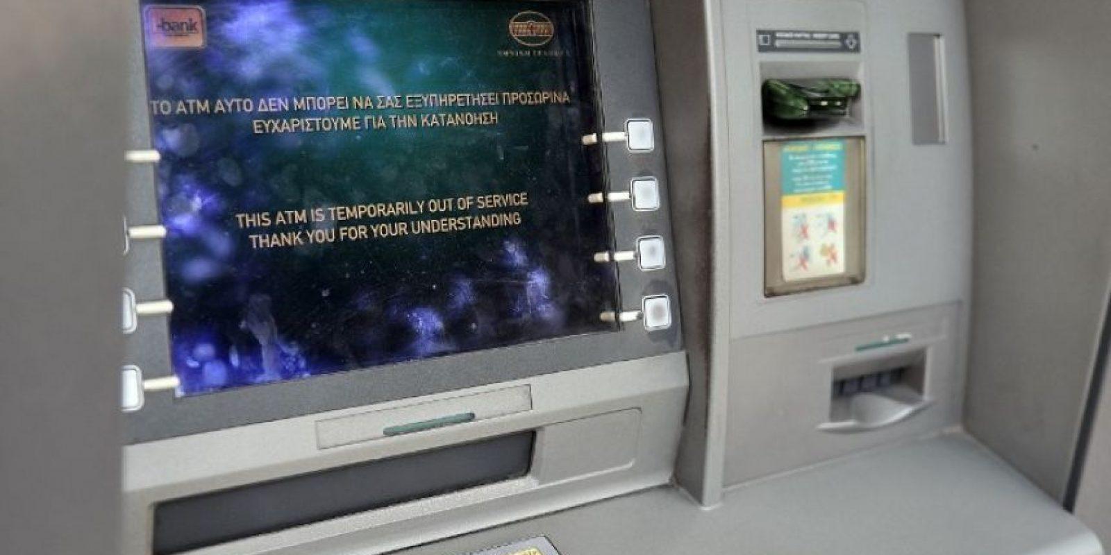 3. Los turistas en el país podrán sacar dinero normalmente de los cajeros automáticos, solamente con tarjetas de crédito o débito expedidas fuera de Grecia. Foto:AFP