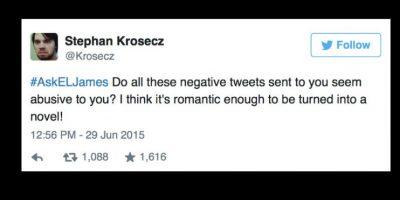 """""""¿Estos tweets negativos son tan abusivos para tí como para convertirlos en una novela romántica?"""" Foto:vía Twitter"""