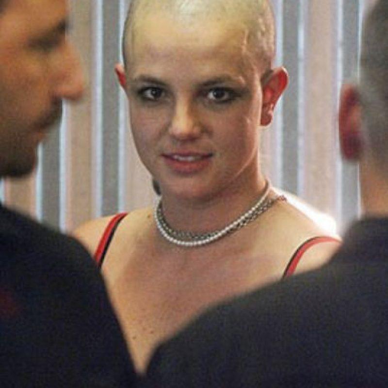 """Pasó de ser la """"novia de América"""" para raparse la cabeza. Foto:vía Getty Images"""