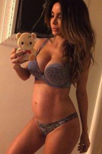 Además, documentó su embarazo en Instagram. Foto:Vía Instagram/@sarahstage