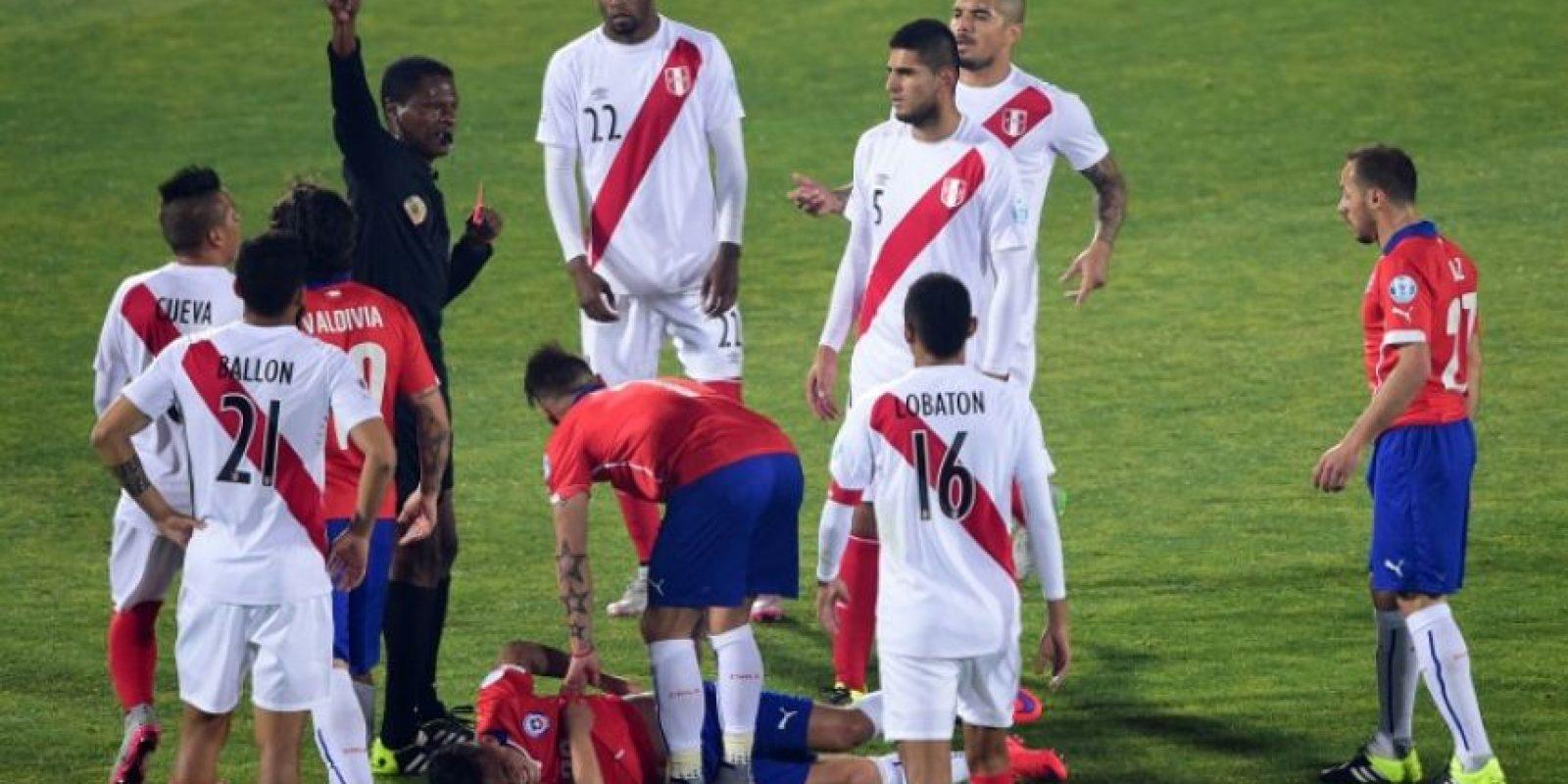 Zambrano dejó con un hombre menos a Perú desde el minuto 20 Foto:AFP