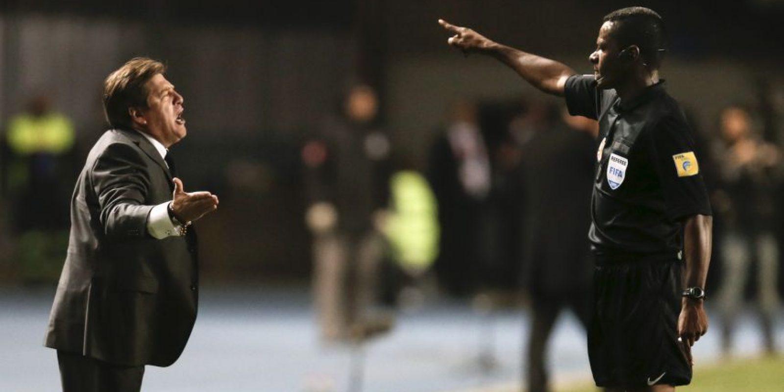 """4. Directores técnicos histriónicos. Los entrenadores, como Miguel Herrera, también se """"calientan"""" durante los encuentros. El """"Piojo"""" fue expulsado en el partido de la primera fase contra Ecuador Foto:AFP"""