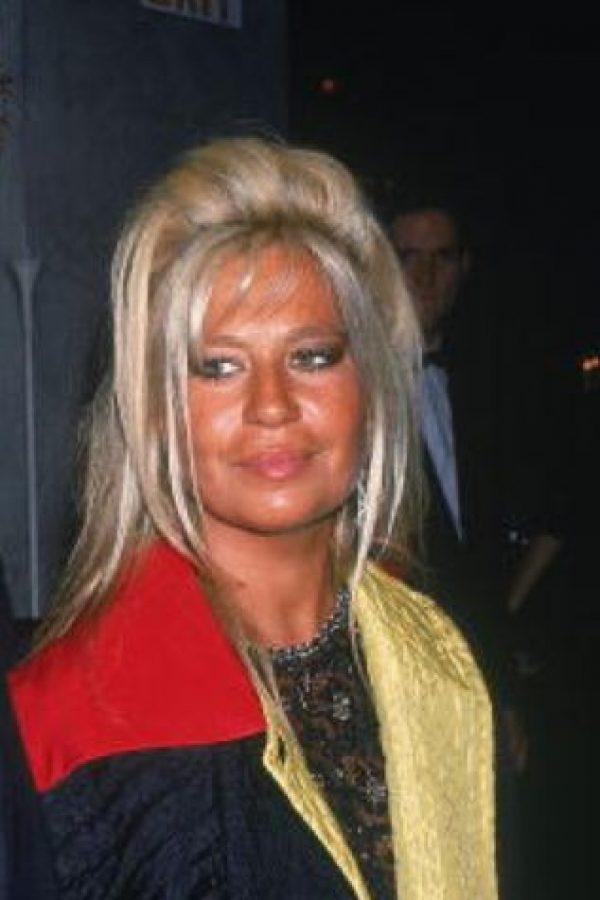 Donatella Versace siempre tuvo facciones toscas. Foto:vía Getty Images