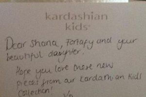 Las Kardashian les enviaron una carta para Egypt, además de unas prendas de su colección. Foto:Vía facebook.com/littlemissegypt