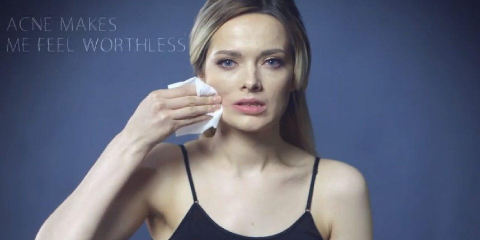 """Pero incluso ellas y las anglosajonas sufren esta doble condena: maquillarse """"demasiado"""" o no hacerlo en absoluto. Foto:vía Youtube/My Pale Skin"""