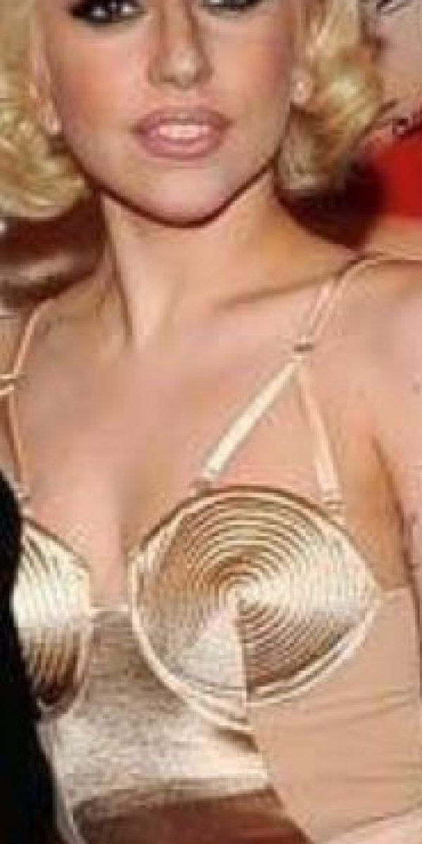 Lady Gaga con un corsé similar. Foto:vía Listal