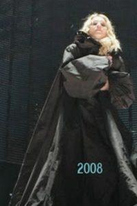 Madonna, con un atuendo vanguardista y gótico. Foto:vía Listal