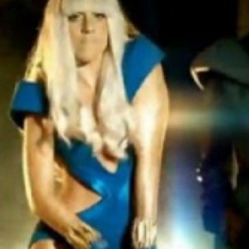 Lady Gaga, de traje azul. Foto:vía Listal