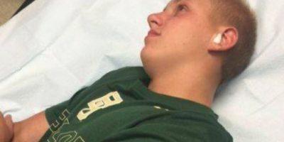 Grant Botti, adolescente de 14 años oriundo de Arkansas, decidió ir a nadar al aire libre. Pero luego, la naturaleza le cobró cara su placentera idea. Foto:Facebook/Angela Botti