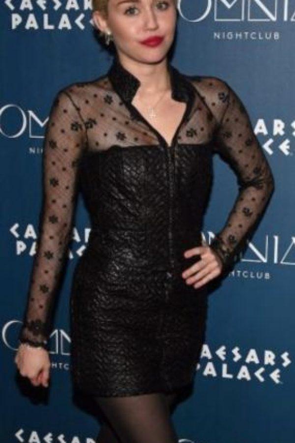 """Miley Cyrus. En 2013, la cantante le confesó a la revista """"Elle"""" que, durante una de sus giras, se hospedó en un departamento aparentemente embrujado, en Londres. Foto:Getty Images"""