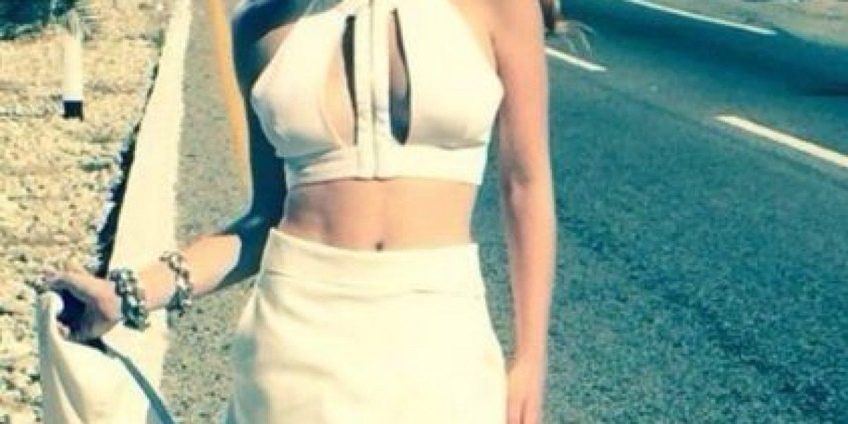 Belinda se olvida de las polémicas y presume sus curvas en diminuto bikini