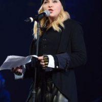 Madonna: durante la década de 1980 Madonna estuvo casada con el actor Sean Penn. De acuerdo con reportes de HollywoodLife, este golpeó a la cantante en varias ocasiones. En una, la ató a una silla y la atacó, en otra, la golpeó con un bate de béisbol. En 1989, la pareja se divorció. Foto:vía Getty Images