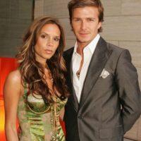 Ella y sus corsés/vestido. Y él, sus trajes brillantes. Foto:vía Getty Images