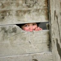 Mientras otros niños de su edad jugaban en las calles cercanas, Daniel sólo quería hacer su trabajo. Foto:Getty Images