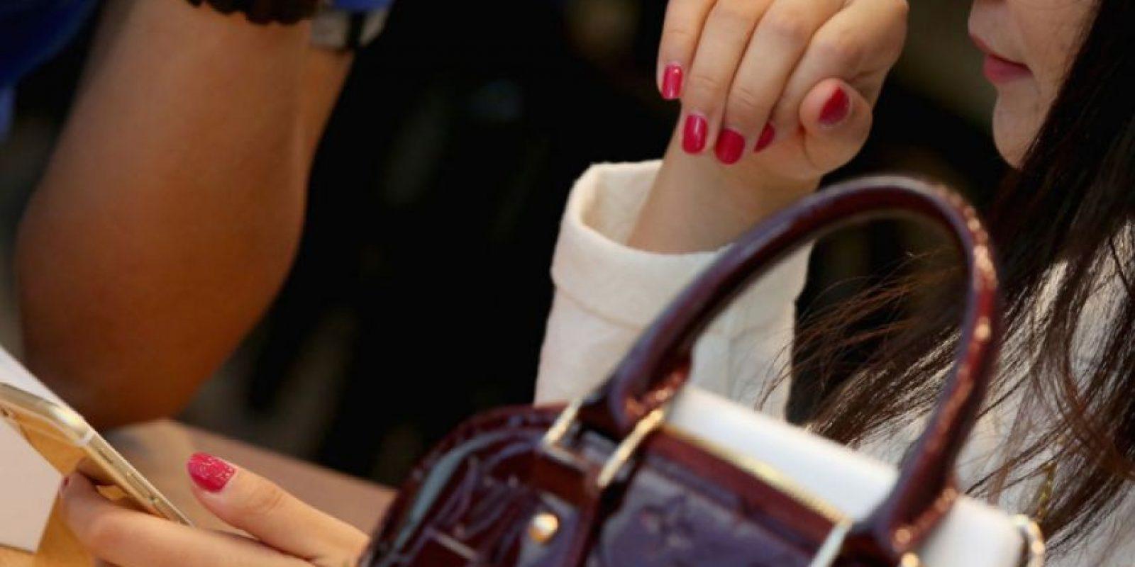 """La mayoría de mujeres prefiere su smartphone antes que tener sexo, indica una encuesta realizada por AVG Technologies, una compañía de seguridad """"online"""" Foto:Getty Images"""