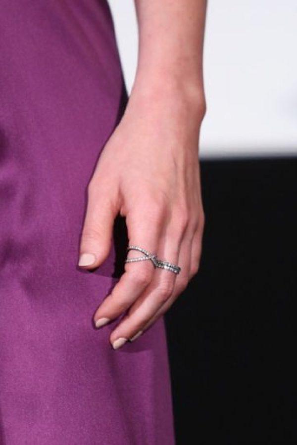 ¿Quién iba a imaginarse que una de las mujeres más sexies del cine hollywoodense tendría estas manos tan antisexies? Foto:Getty Images