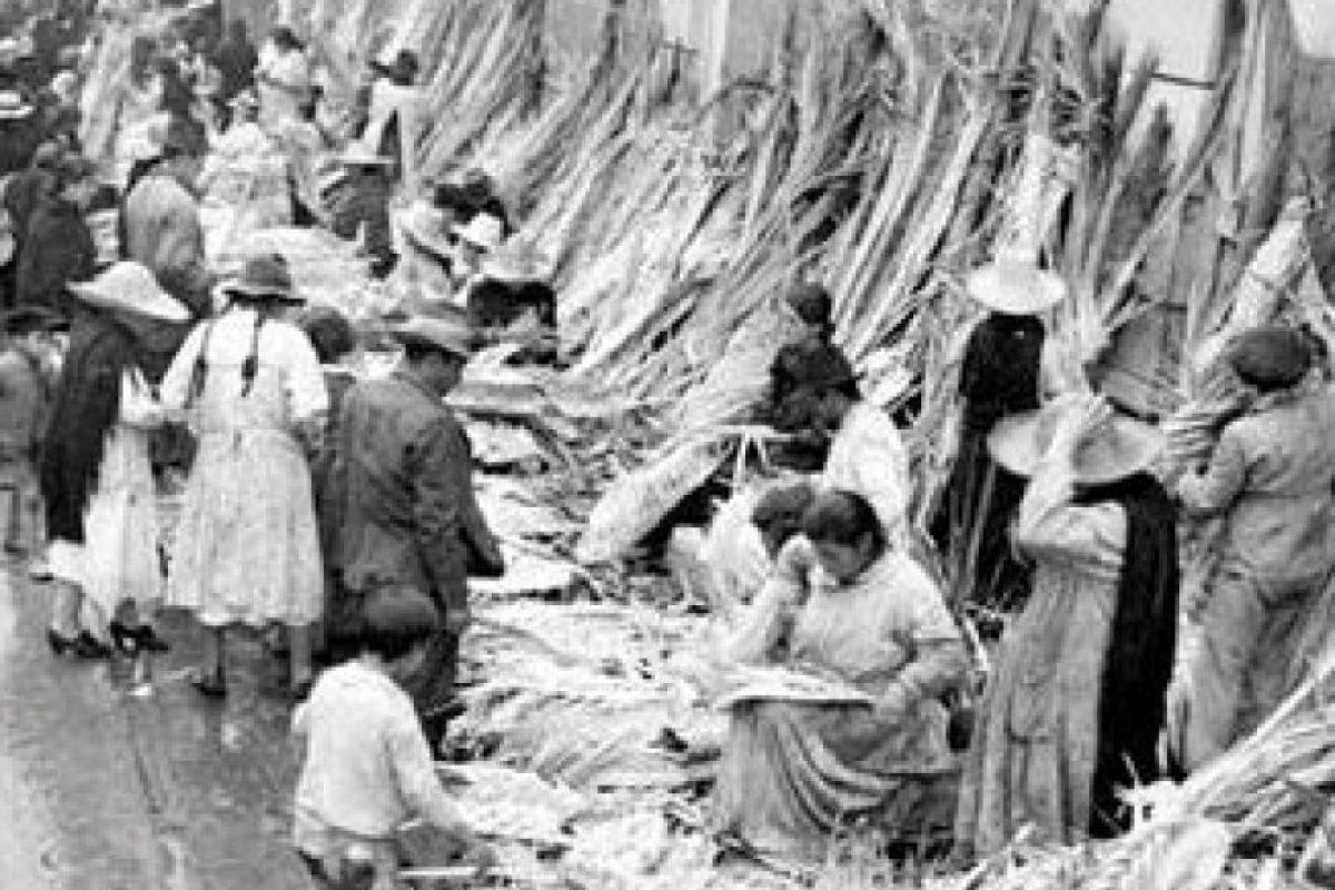 Las plazas de mercado en pleno 'Domingo Santo'. Foto:Fotos antiguas Bogotá