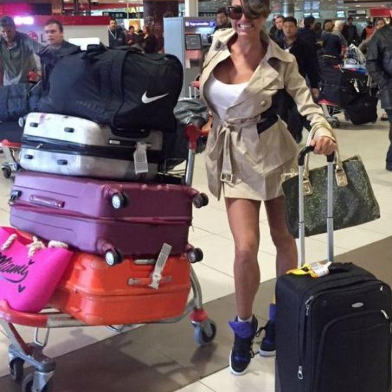 """Además describió lo qué pasó previo al despegue: """"Siempre viajo por Aerolíneas Argentinas porque me encanta y me tratan bien. Los pilotos se me acercaron, se tomaron fotos conmigo y me invitaron a viajar con ellos en la cabina. Charlamos y me dijeron que despegara el avión. Me dio un poco de miedo. Me pareció peligroso porque sé que los momentos críticos de un vuelo son el despegue y el aterrizaje"""". Foto:Vía twitter.com/vxipolitakisok"""