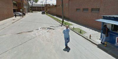 Uno de los tantos huecos que hay en las calles capitalinas. Foto:Captura de pantalla Google Street View