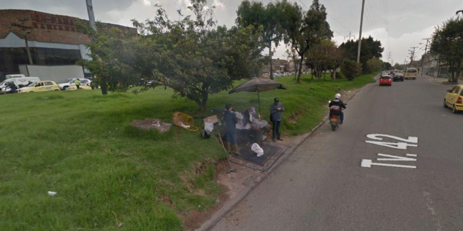 El asado en el separador de la calle 6 con transversal 42. Foto:Captura de pantalla Google Street View