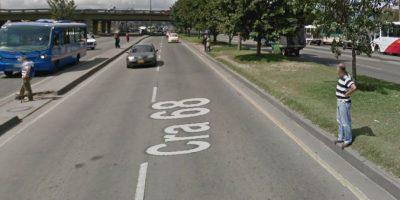 Transeúntes arriesgan su vida pasando por lugares indebidos en la avenida 68. Foto:Captura de pantalla Google Street View
