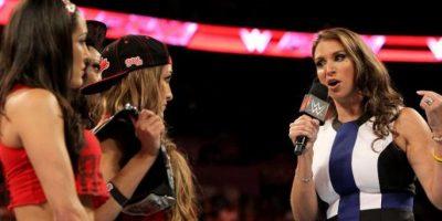 Stephanie McMahon les lanzó un reto Foto:WWE