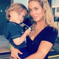 No le ha ido tan mal en su vida personal. Tiene un hijo con su marido, Greg Lauren. Foto:vía Instagram/Elizabeth Berkley