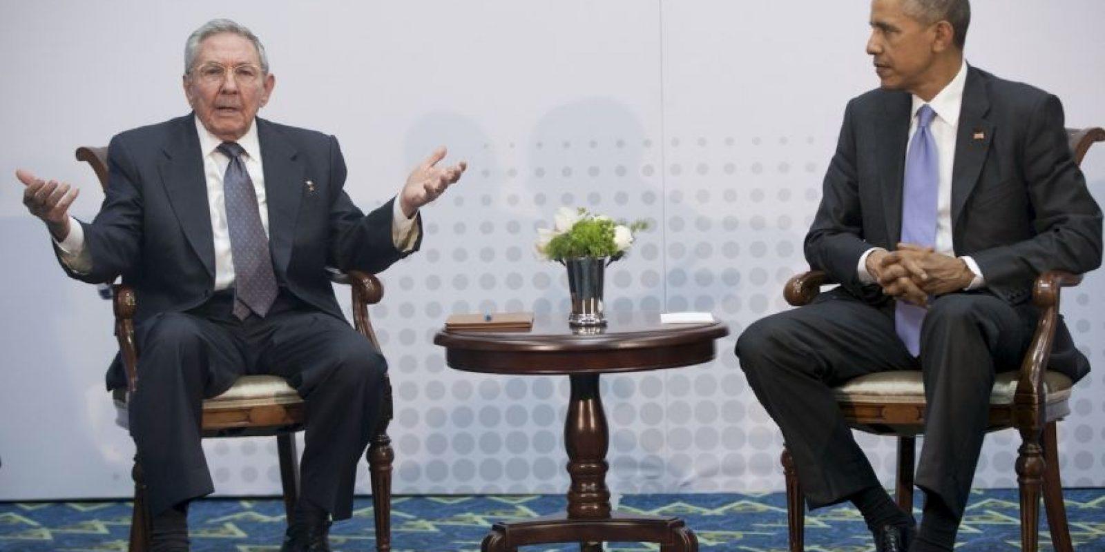 Por su parte, el presidente cubano Raúl Castro aseguró que todo se puede discutir con mucho respeto como dijo el presidente Obama Foto:AP