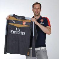 El arquero checo dejó Chelsea a los 33 años de edad y es nuevo jugador del Arsenal. Foto:Getty Images