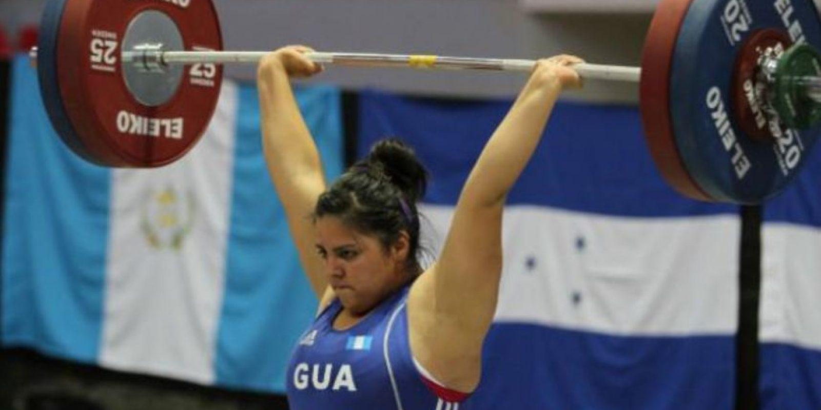 La pesista guatemalteca fue retirada por su delegación antes de que compitiera en los Panamericanos Foto:Vía toronto2015.org