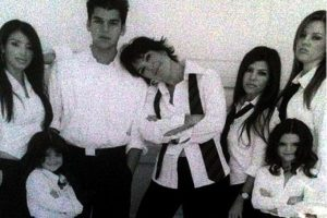 """En 2007, Kim, Khloé, Kourtney y su madre llevaron sus vidas a la televisión con el reality show """"Keeping Up with the Kardashians"""". Foto:vía instagram.com/krisjenner"""